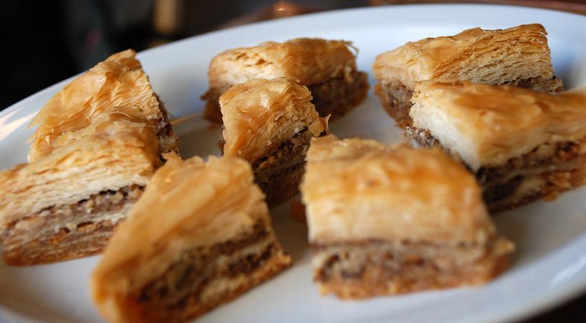Капуста тушеная с сосисками и грибами в мультиварке рецепты с фото